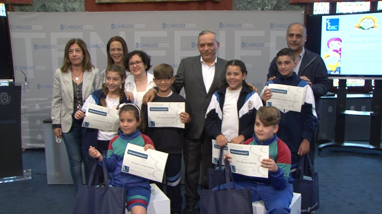El Cabildo premia a los escolares por su particular visión sobre la necesidad de que el consumo sea responsable